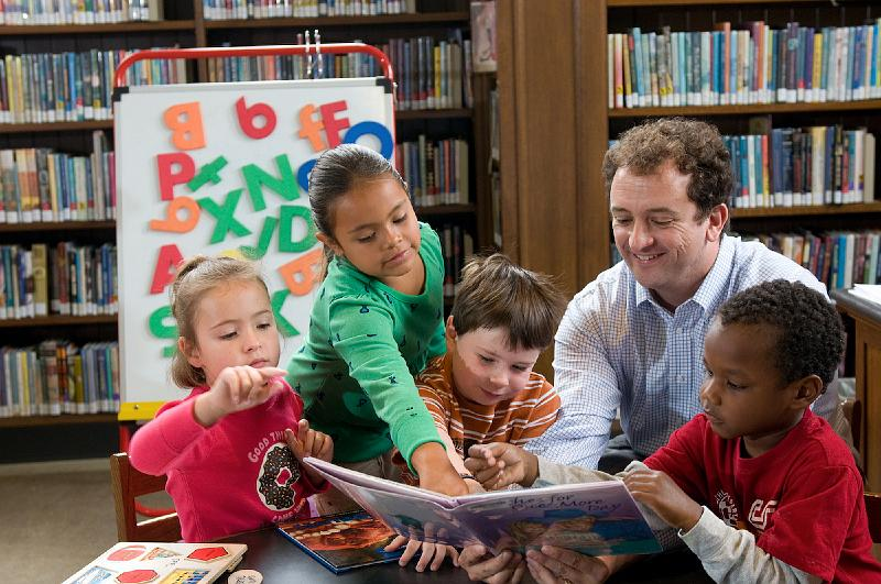 Sean-with-Kids-in-Library.jpg
