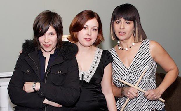 Sleater-Kinney_-_backstage_SXSW_2006_-_crop